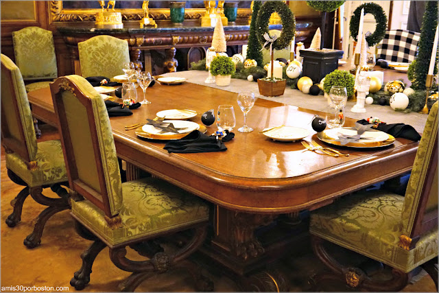 Mesa del Salón Comedor de la Mansión The Elms en Newport