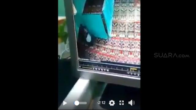 """Edan ! Pasangan Mahasiswa IAIN Ini Terakam Kamera Mesum Di Mesjid, Gunakan Muka Untuk Bersihkan """"Itu"""""""
