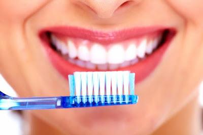 20 Cara Terbaik Untuk Membersihkan Karang Gigi Secara Alami