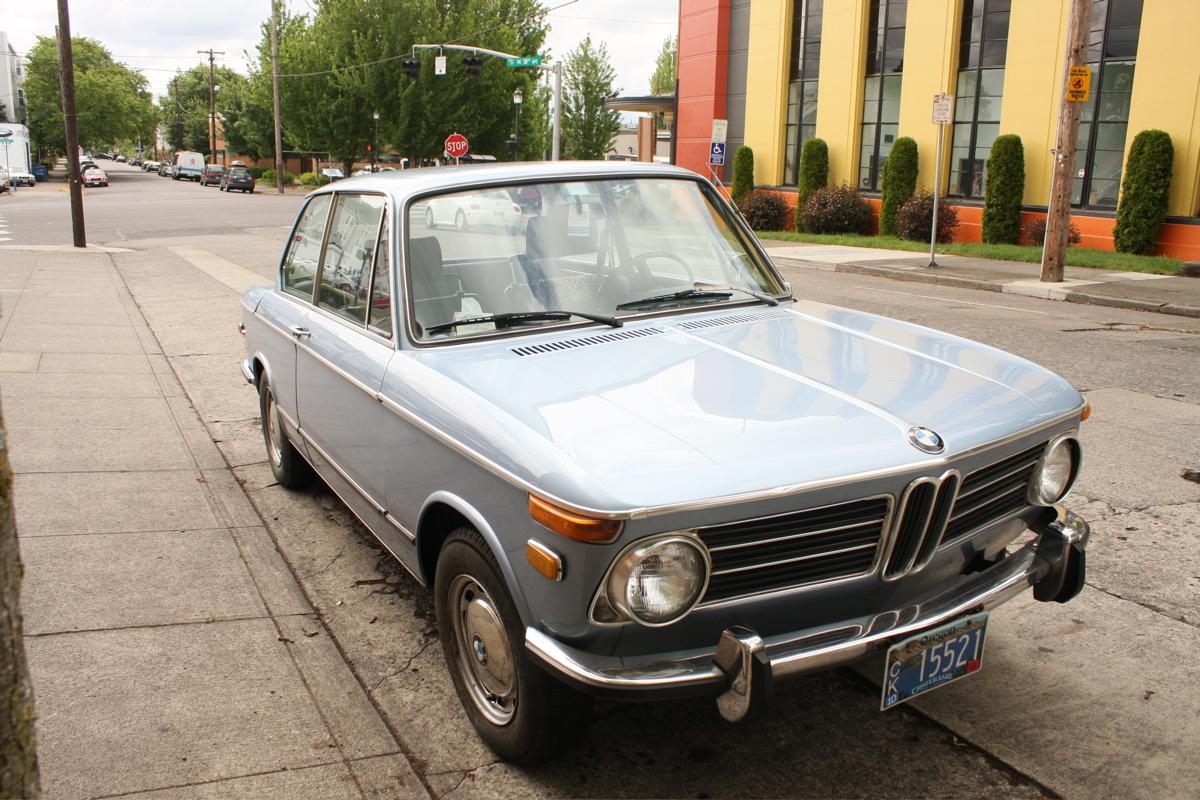 old parked cars 1971 bmw 2002 tii. Black Bedroom Furniture Sets. Home Design Ideas
