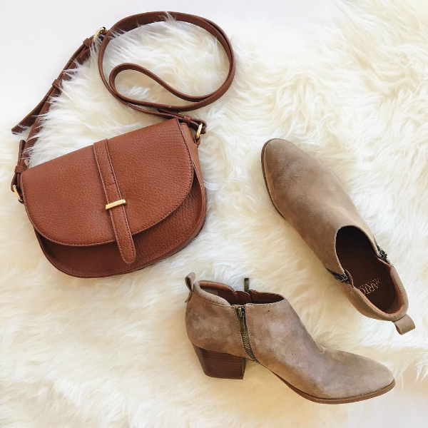 perfect everyday fall bag and boots
