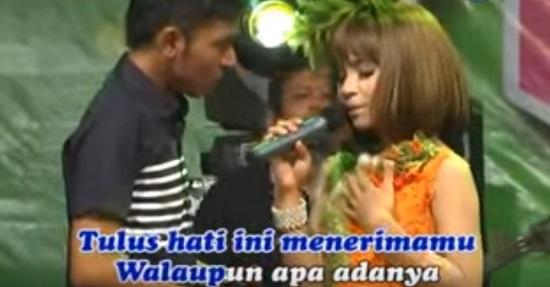 BEDA USIA - OM. Adella Tasya feat Gerry Mp3 Dangdut Koplo