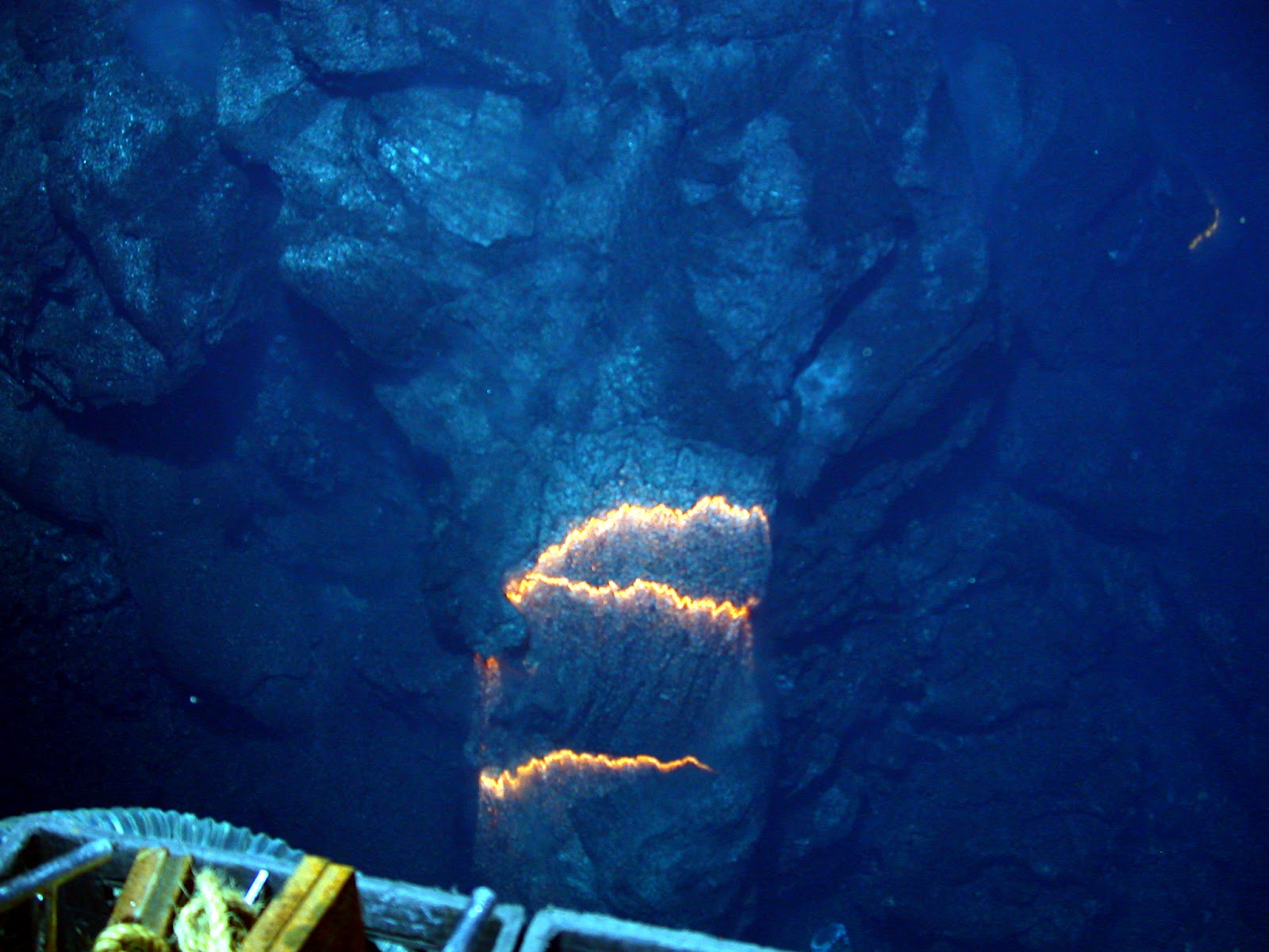 Underwater or Submarine Volcanoes, Eruption Pictures ... Pacific Ocean Underwater Volcanoes