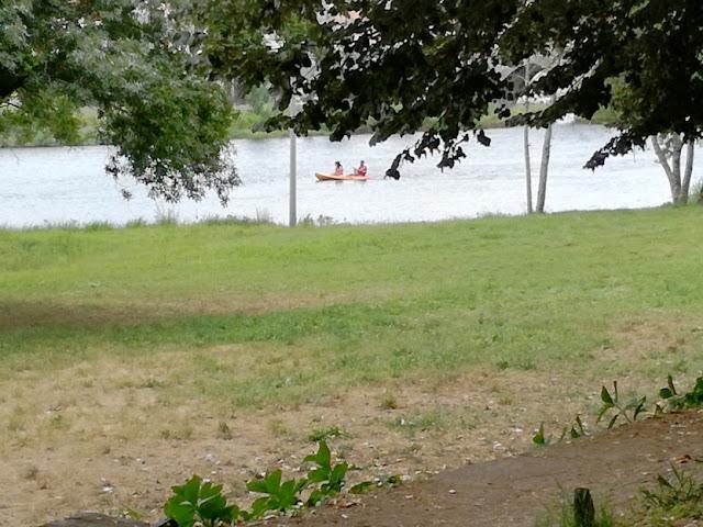 Canoas na praia fluvial de Ponte de Lima