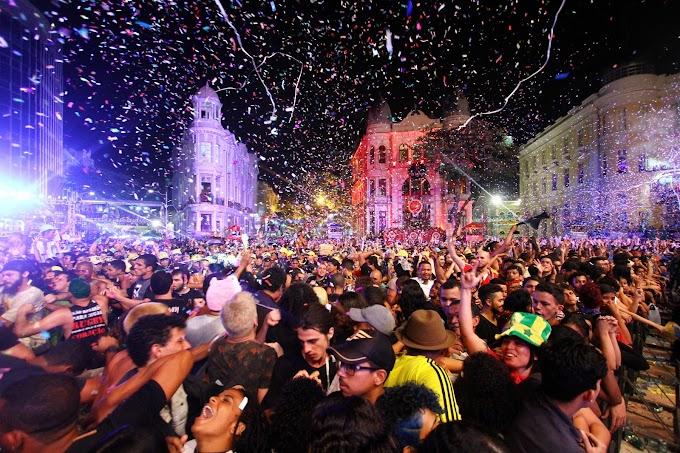 Tradicional corte do bolo encerra a programação dos 481 anos do Recife