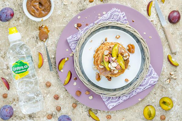 gesunde Pancakes mit Dattelkaramell & Zwetschgen