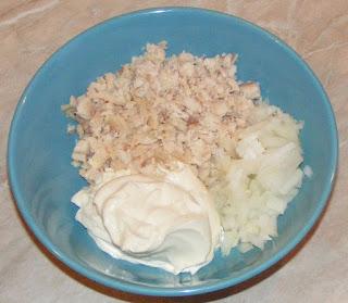 retete peste afumat cu maioneza si ceapa, preparare salate aperitiv, preparate din peste, retete de peste, retete culinare, mancaruri cu peste,