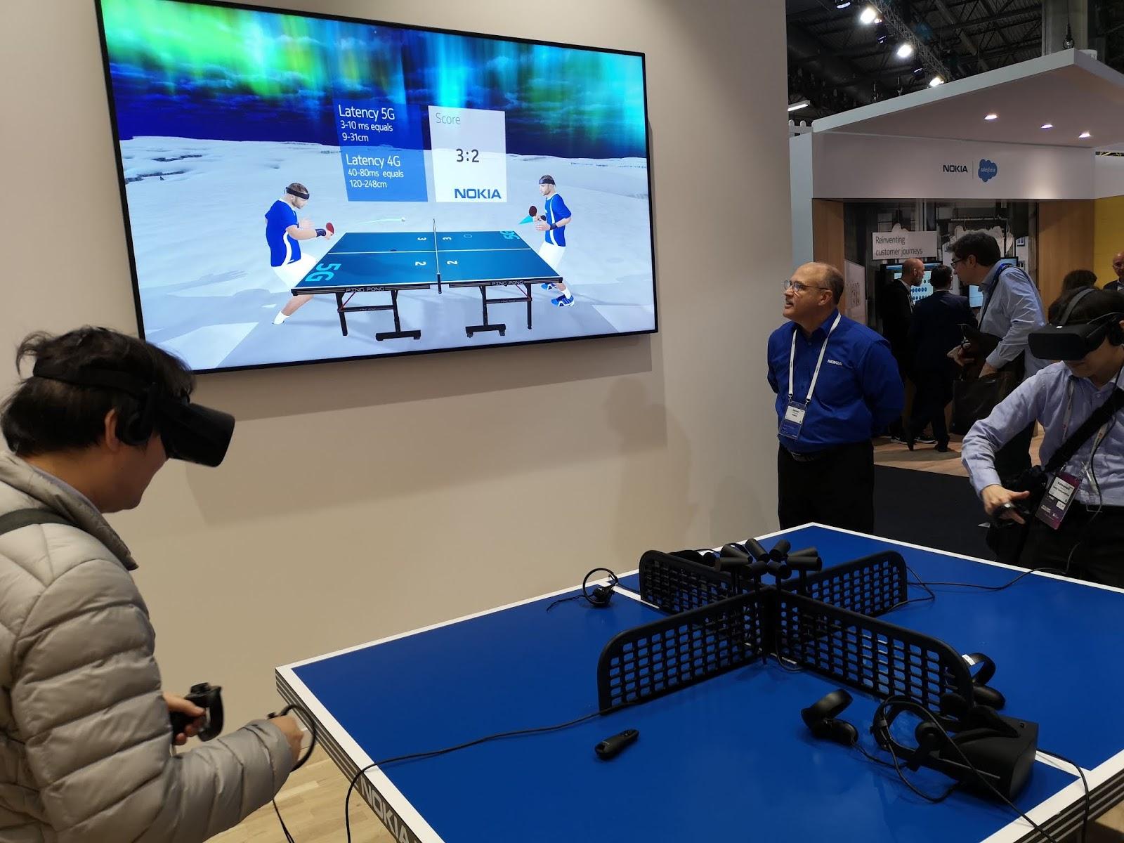 2f6b51e5c في العام الماضي ، اختبرت Verizon و Nokia نقل الواقع الافتراضي التفاعلي  المباشر وتدفق الفيديو بدقة 4K عبر اتصال 5G في الهواء الطلق باستخدام طيف  الموجات ...