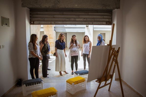 Queen Rania visits Amman Design Weeks exhibition at the Raghadan Terminal in Amman.
