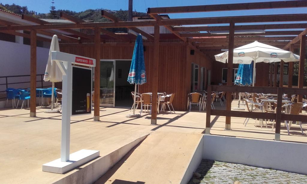 Esplanada do Café da Praia e Piscina