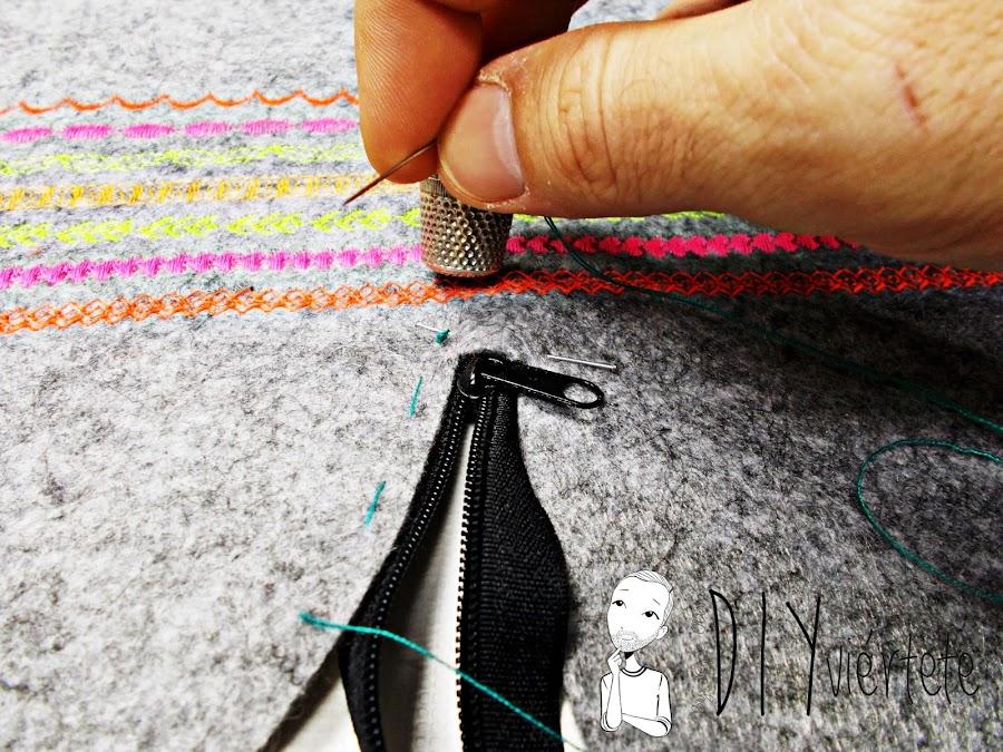 DIY-bolso-cartera-clutch-fieltro-fluor-pompones-puntadas-alfa-historiashiladas-costura-diseño-handbox-6