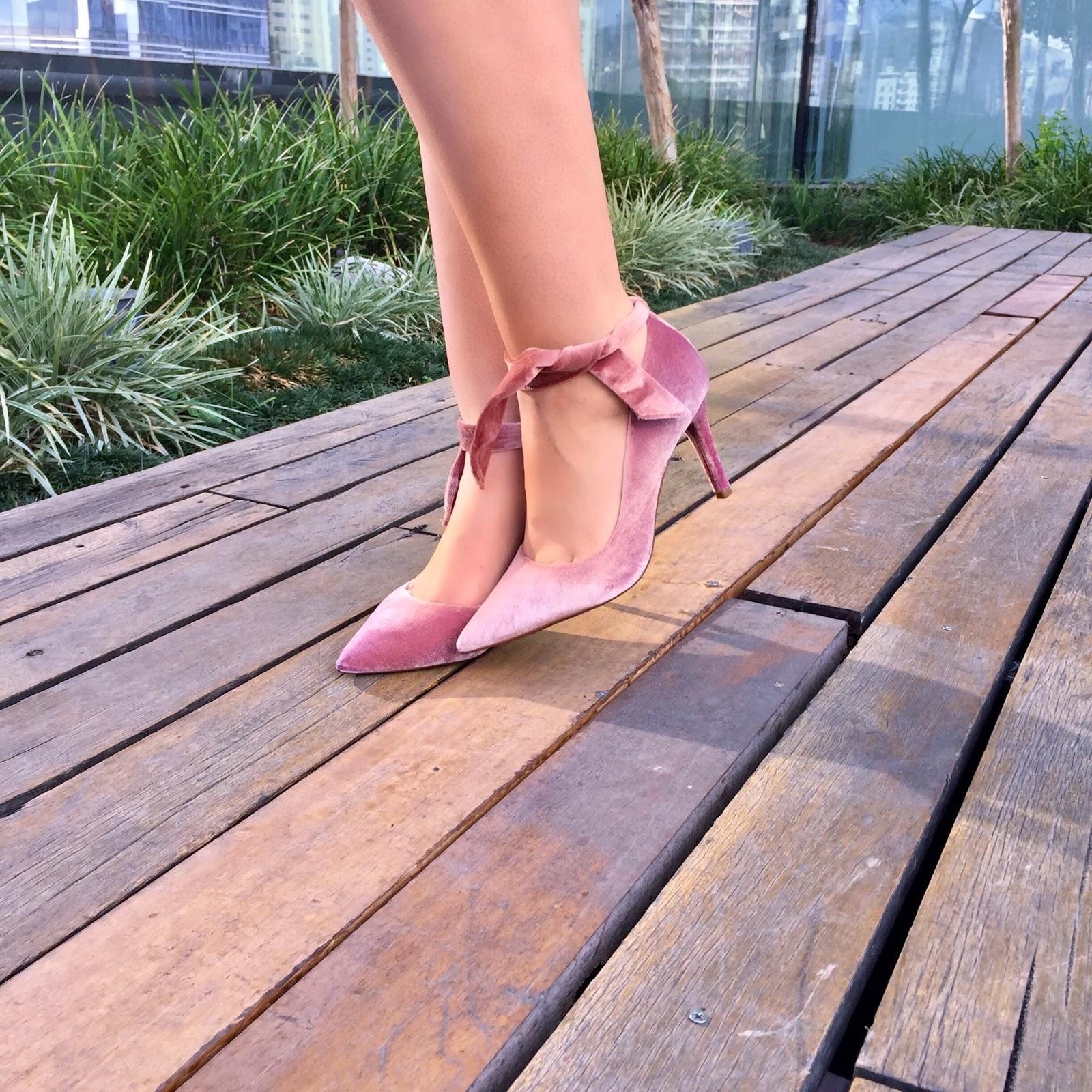 scarpin rosa veludo arezzo