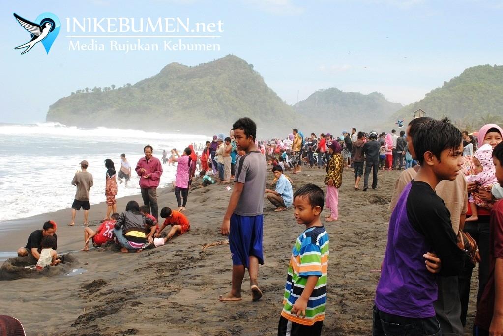 WASPADA! Ombak Pantai di Kebumen Ganas, Wisatawan Diminta Tak Mandi di Laut