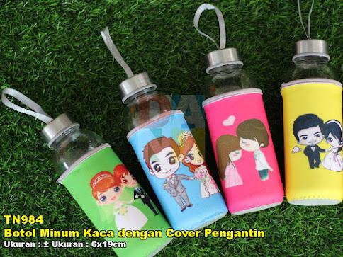 Botol Minum Kaca dengan Cover Pengantin