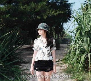 Foto Imut Febby Rastanty Blink Pakai Topi