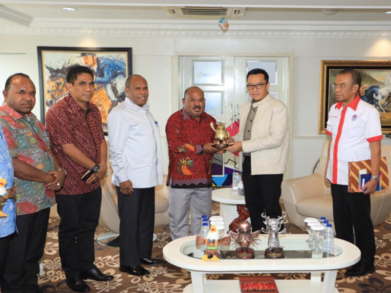 Dukung PON XX, Imam Nahrawi Kirim Peralatan Asian Games ke Papua