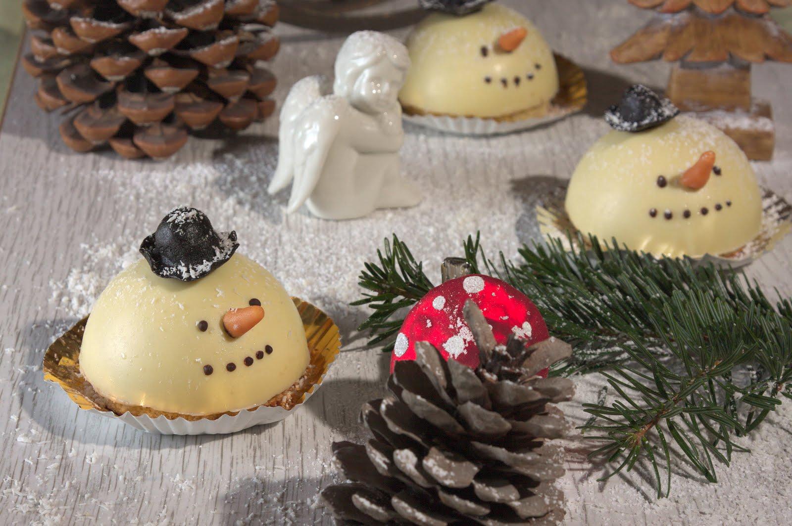 Schneemänner mit Lebkuchenmousse und Glühweinkern
