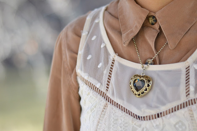 heart necklace outfit