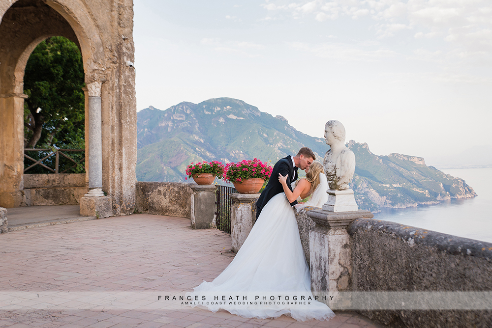 Bride and groom kiss in Ravello