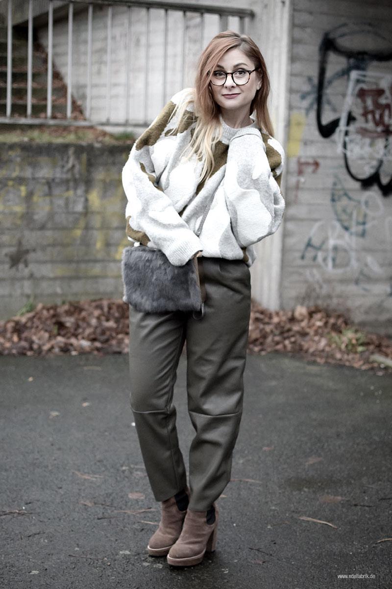 Modeblog für Frauen Ü40, Fashion für Frauen über 40, Strickpullover und Kunstleder Hose