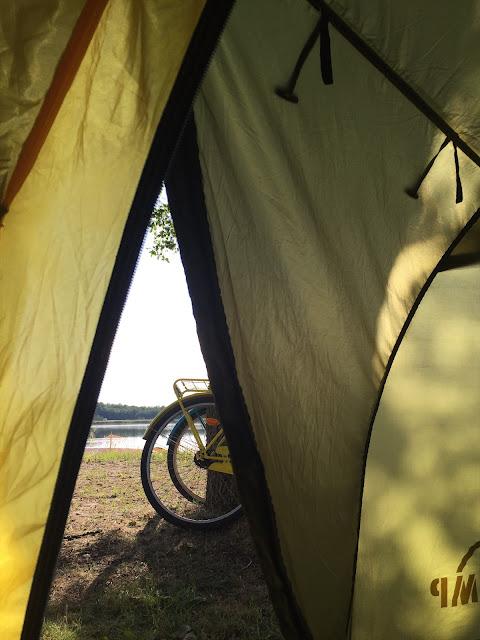Näkymä teltasta Pukinsaaren leirintäalueella