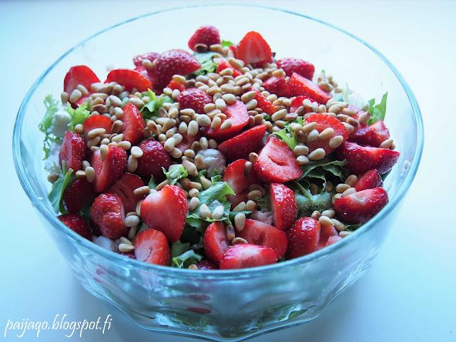 mansikka vuohenjuusto salaatti
