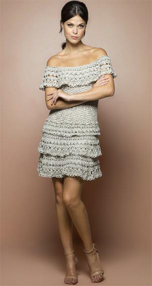 vestido de crochê ombro a ombro feito a mão Vanessa Montoro