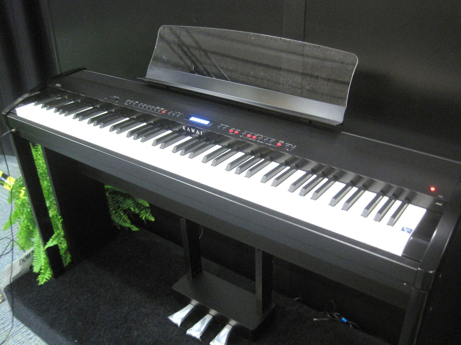 az piano reviews review yamaha p255 digital piano recommended. Black Bedroom Furniture Sets. Home Design Ideas