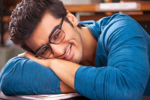 Arjun Kapoor as Krish thinking of Alia Bhatt playing Ananya, madly in love for Alia Bhatt in 2 States