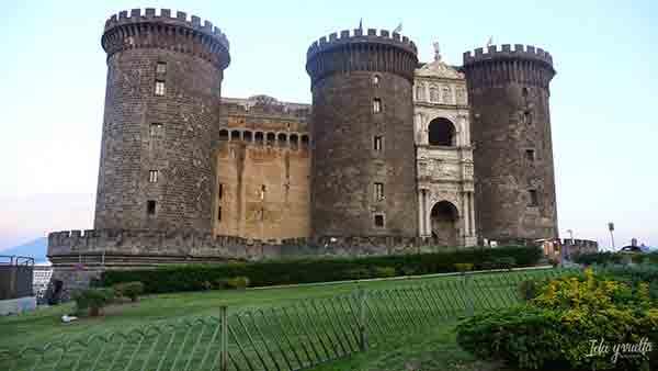Que hacer en Nápoles visitas imprescindibles Maschio Angiovino