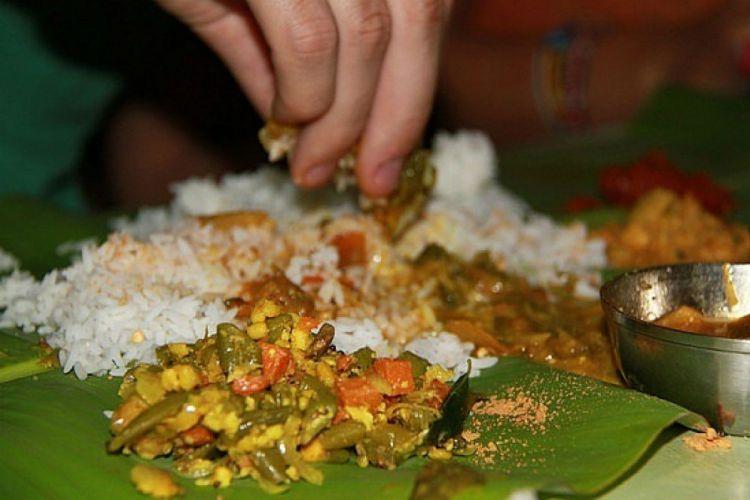 Makan Pakai Tangan ala Orang Indonesia Sehat Loh