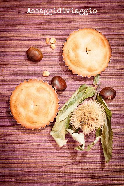 crostatine di farina di castagne con pere, amaretti e cacao