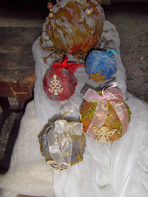 ff03c3068fe Amanda's Handmade Creations: Χειροποίητες μπάλες για το δέντρο μας. .