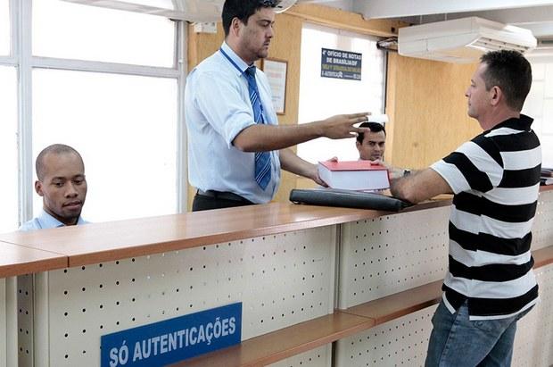 Lei que dispensa reconhecimento de firma e autenticação de documento em órgãos públicos é sancionada