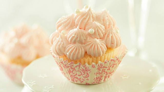 http://www.thechunkychef.com/pink-champagne-cupcakes/