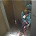Estaba limpiando la casa y encontró algo de su marido que la dejó destrozada.