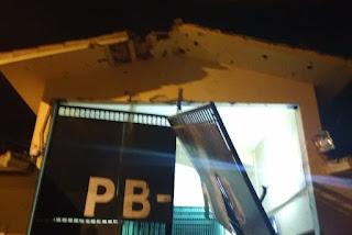 Grupo armado explode presídio PB1 e resgata presos