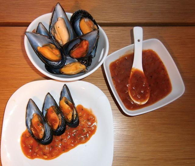 Mejillones en salsa picante.