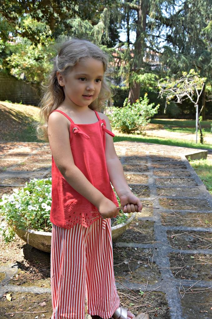 Moda per bambini: pantaloni a palazzo dalla linee morbide