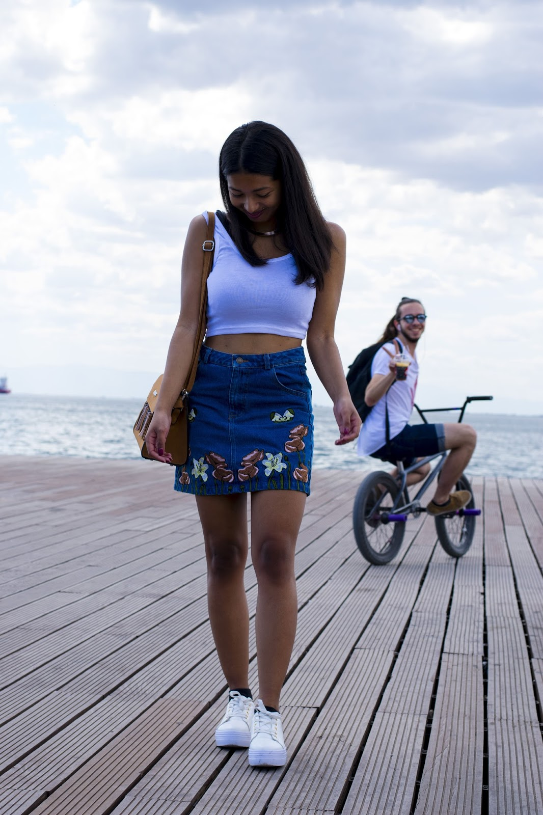 denim embroidered skirt outfit ideas for summer