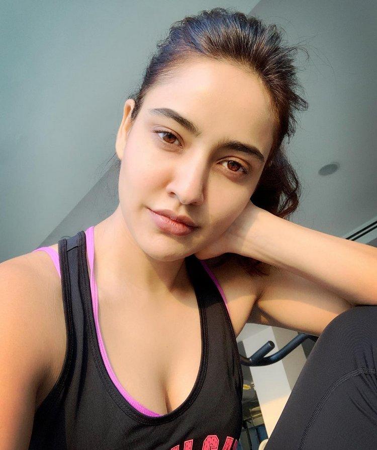Bollywood Actress Neha Sharma Full Hd Pics And Wallpaper