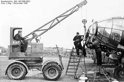 Maarakennus koneita.: Liikkuva kaivuri - Mobile excavator