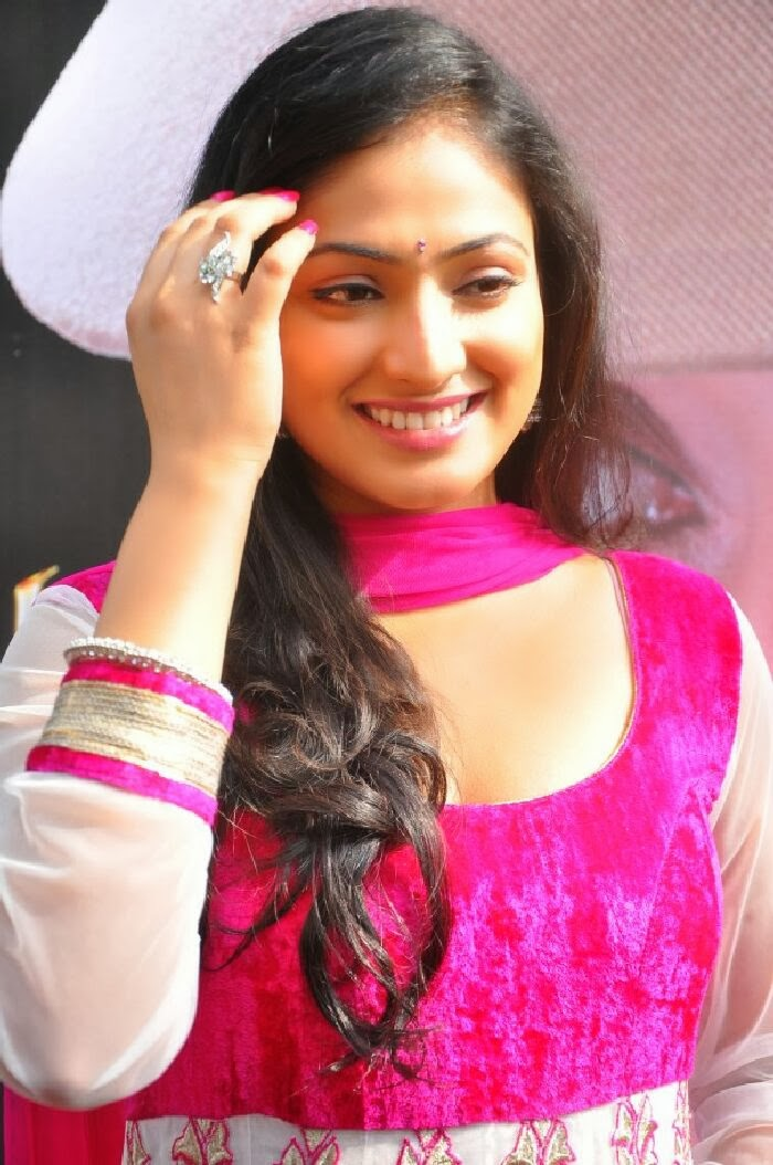 TamilCineStuff   : Oviya hot in PulivaalHot Girls are one