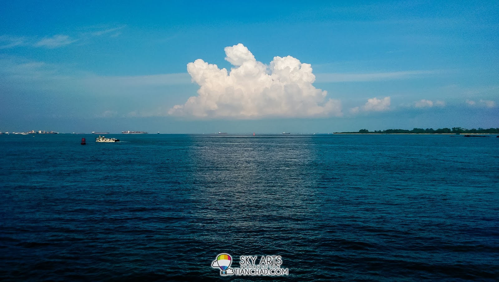 Fluffy clouds above the sea while we hangout at Sentosa Island. Captured using HTC M8