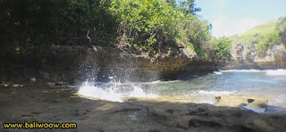 Beach Lumangan the exotic Nusa Penida, Natural Relief tunnel waves.