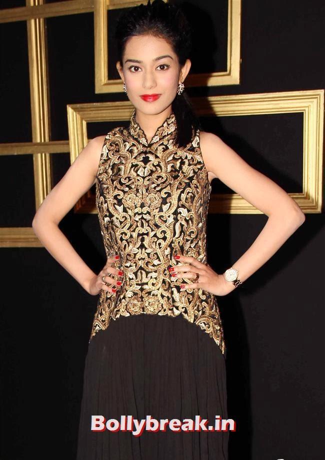 Amrita Rao, All Bollywood Celebs at Deepika Padukone Golden Party