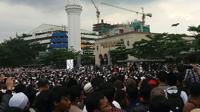 Ustadz Abdul Somad Ceramah di Masjid Raya Bandung, Jamaah Membeludak