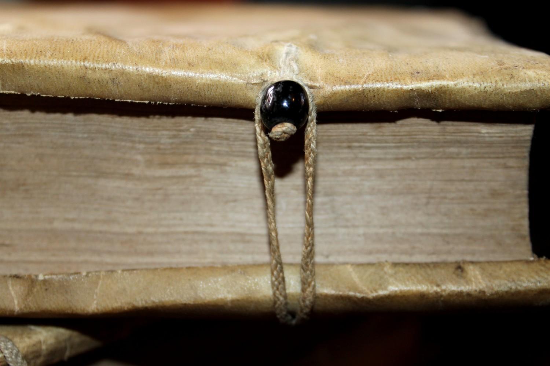 le bibliomane moderne bibliophilie et autres bibliomanies la reliure la perle 1679. Black Bedroom Furniture Sets. Home Design Ideas