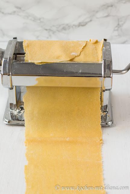 Pastteig ausrollen