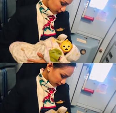 Pramugari Cantik Viral Karena Berikan Asi Kepada Seorang Bayi Yang Kelaparan Dalam Pesawat.
